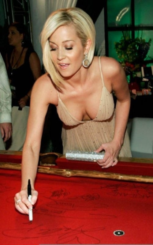 Mmmmm…Kellie Pickler.