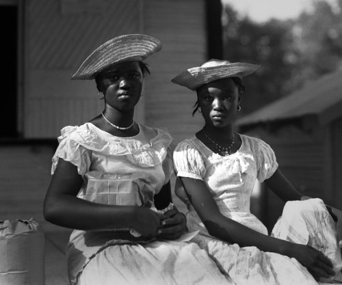 DIXIE BELLESCentral Louisiana, 1938. Courtesy of the Ogden Museum of Southern Art and Bob Winans