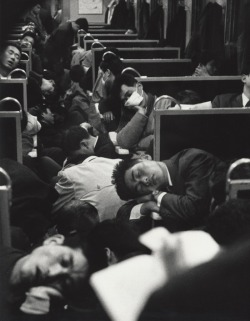 milktree:  chromeus:  People sleeping on a night train in Japan, 1964. Photo by Nicolas Bouvier.  awwww :+)