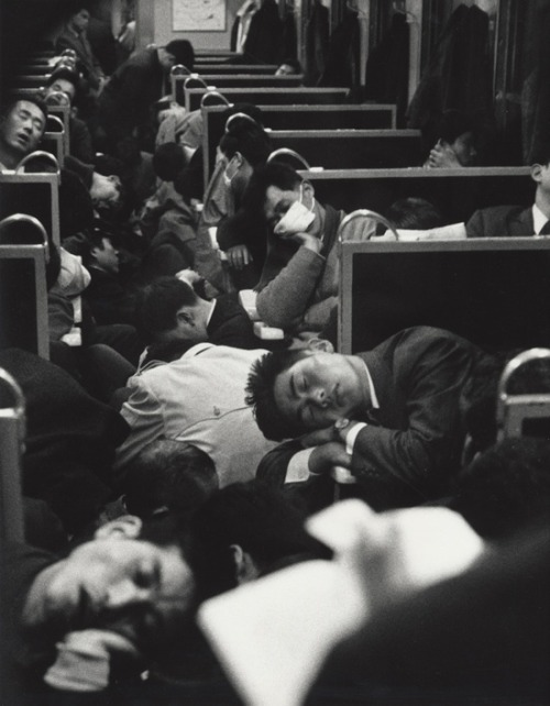 chromeus:  People sleeping on a night train in Japan, 1964. Photo by Nicolas Bouvier.