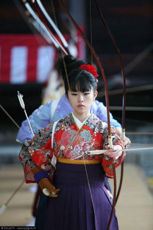 thekimonogallery:  The ancient art of kyudo (archery), Japan