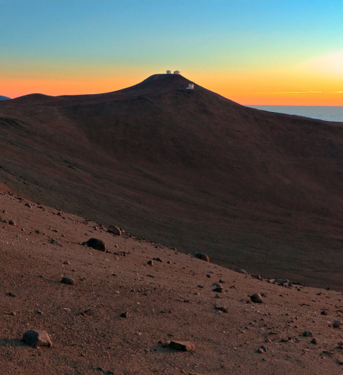 unknownskywalker:  Sunset at Paranal Observatory by Babak Tafreshi