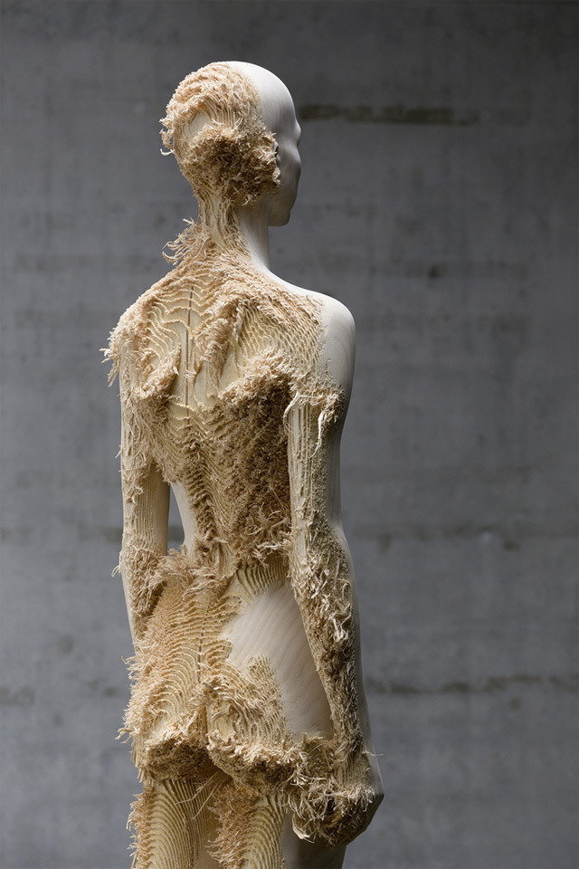 flirtingwithutopia:  Distressed Wood Figures, Aaron Demetz