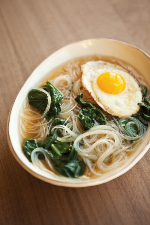 sweetntreat:  Spinach noodle soup with fried egg