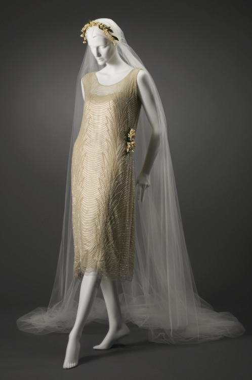fripperiesandfobs:  Wedding dress, 1921 From the Cincinnati Art Museum via Worn Through