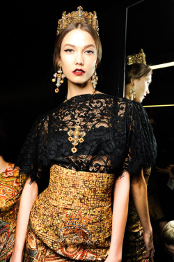 Oh Karlie! You divine imperial princess! Now one thing about this collection I must say - I don't want to see a single piece of this collection broken up and paired with any lesser items of clothing (that is to say, anything outside of the collection). I know these days we're all about our Rag&Bone blazers with our J Brand jeans and then maybe one standout blouse or sweater or bag or something, but no. This cannot must not be diluted. I want to see full-blown Byzantine splendour with necklaces, earrings, lips, crowns, shoes and all the bullshit intact.