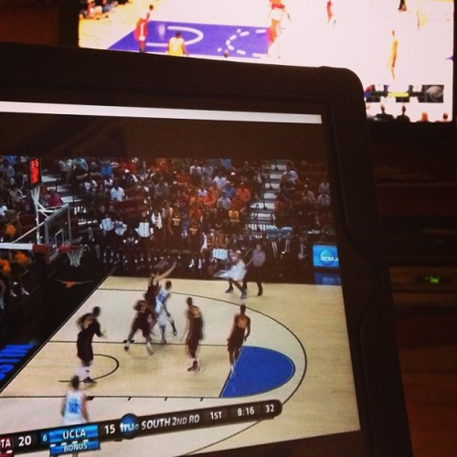 It's a busy night for me. #UCLA #Lakers