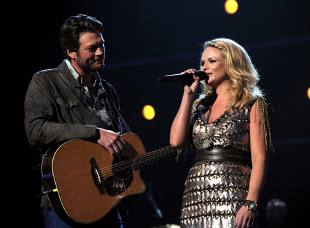 shininglikeefireworkss:  ran-lambert:  The way he looks at her amazes me. It's so perfect.   oh my goodness i love them.