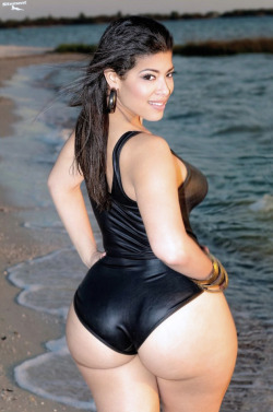 bodyphat:  That ass is phat!