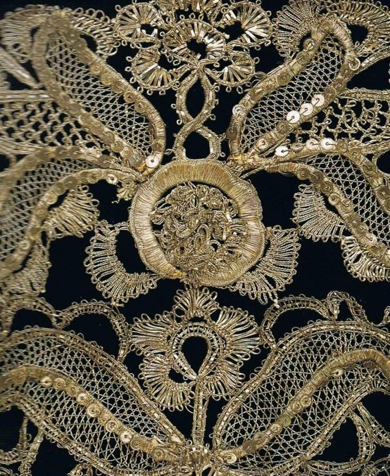 ornamentedbeing:  Silver-thread bobbin lace on c. 1740 stomacher