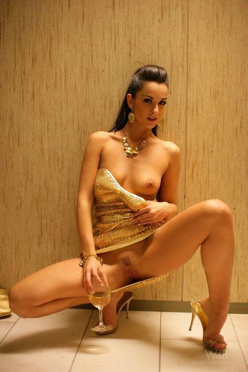 GLAM SEXY DARK   The best glammy, sexy & goth girls — glamsexydark: Glamorous. Amazing pics @...