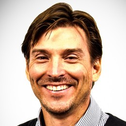 Alex Bogusky is one of The 10 Most Generous Marketing Geniuses  In 2010, Alex Bogusky surprised the advertising industry by leaving Crispin Porter + Bogusky.  He now works in the social good sector with: The FearLess Revolution - a nonprofit consultancy. COMMON -a collaborative network for accelerating social ventures.  MadeMovement - a new agency dedicated to the resurgence in American manufacturing.