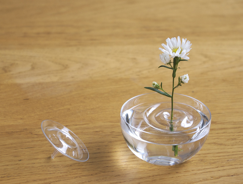 travelingcolors:  Floating Ripple Vases (by oodesign)  Fill your favorite container with water and float the vase. According to the movement of the air, the plants change their position within the container.