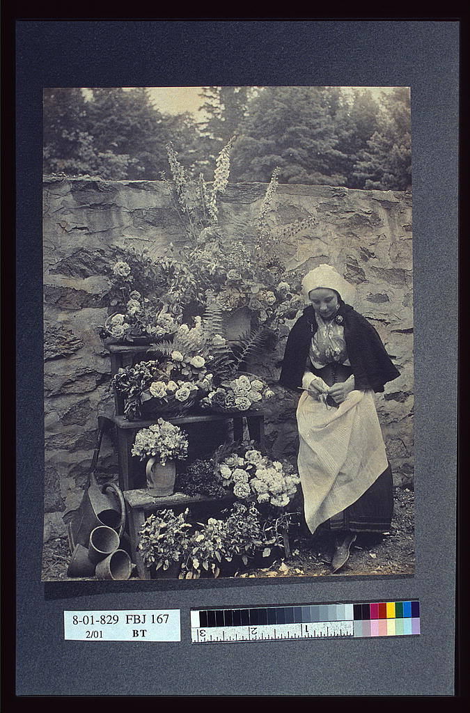 Dutch flower seller (ca. 1900) Frances Benjamin Johnston (1864-1952)