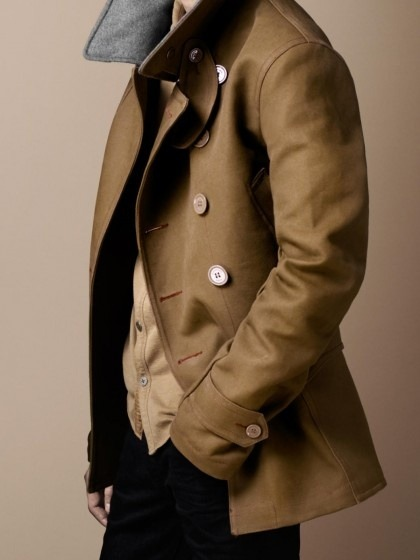 maninpink:  Pea Coat | If you know where to buy this cloth or any other alike please leave the comment in my blog. Thx. Terry