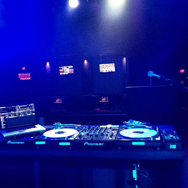 My office tonight #traktor (at House of Music & Entertainment)