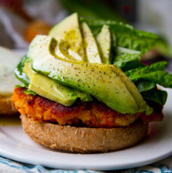 marissalosesit:  3 Ingredient Sweet Potato Burger I'm not kidding. And they taste phenomenaul at about 160kcal a patty. Cut up 3 large sweet potatoes, then boil them until soft. While that's cooking, mash up 4 cans of white beans with a fork, potato masher, or food processor. Once the potatoes are cooked, add them together with 2Tbsp crushed red pepper flakes and mash it all together. Form into patties, throw in the oven at 425* F until the edges start to crisp. So fucking easy. Thank me later.