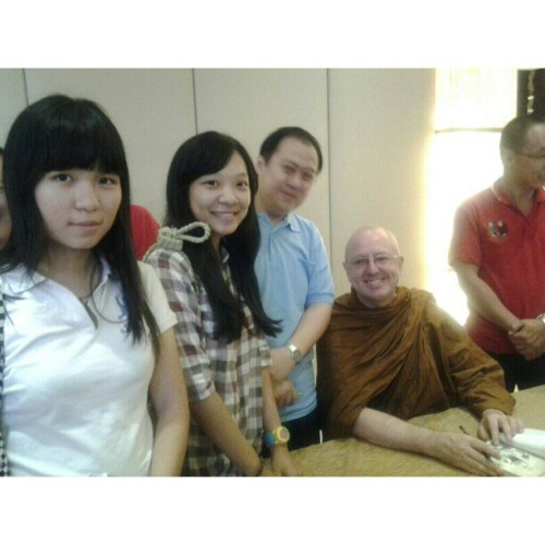 Had a chance to take a picture with the amazing Ajahn Brahm w/ @g_crescent ! Super excited! #igevent #igers #ajahn #brahm #waytofreedom #instaphoto #instalife #photooftheday #potd  (at Grand Ocean Restaurant)