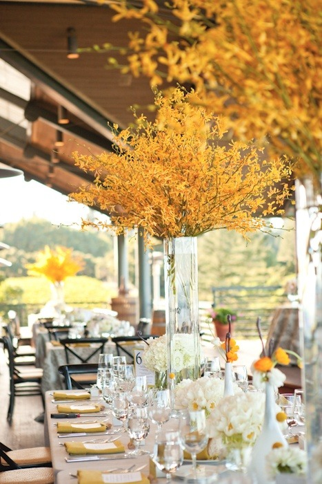 uniqueweddingdecor:  A pretty modern fall wedding.