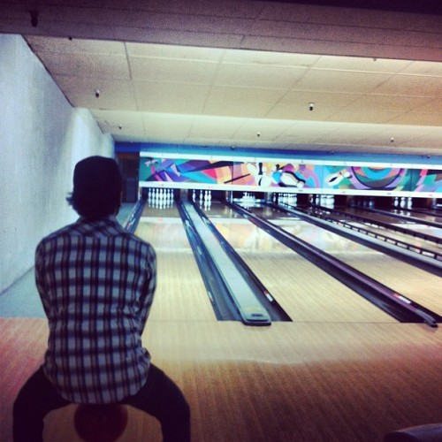 Birthday boi smacking' ballz (at 4th Street Bowl)