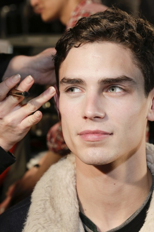 h-ommes:  Arthur Gosse This is so big, you can scroll so close to his ridiculously flawless skin