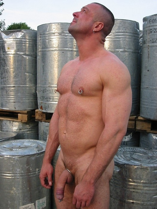 realmenstink:  RINGS & MEAT !!!
