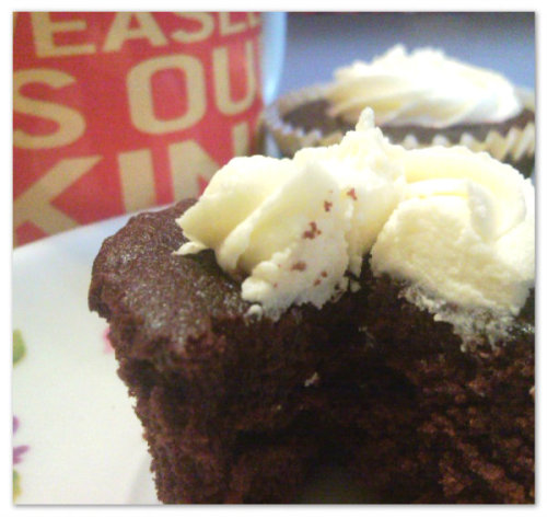 Having coffee & homemade red velvet cupcakes—-with cream cheese icing, yay! Tell me you noticed my mug right there. Yes? ♥