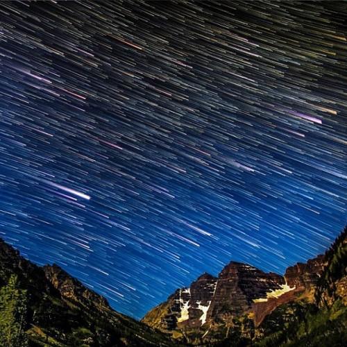 nightphoto aspen colorado meteorshower stars maroonbells