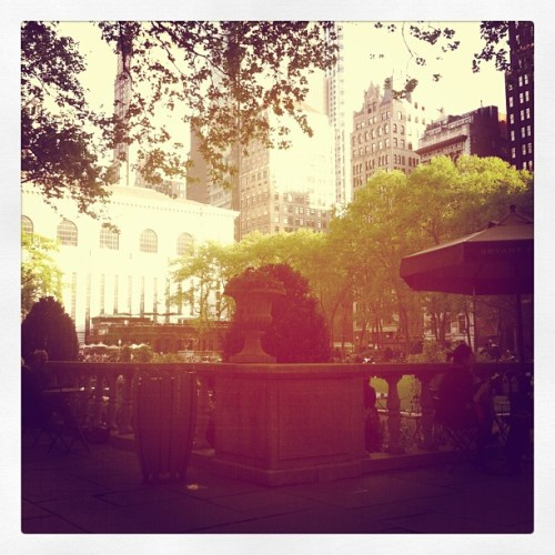 Decided to come to #BryantPark to read after work. So did half of Manhattan…