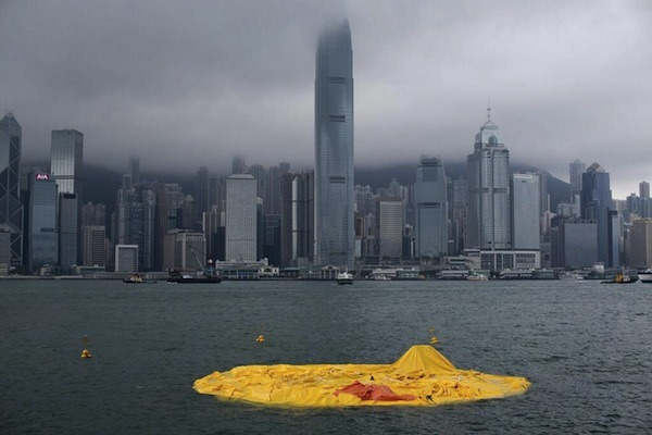 (via World's Biggest Rubber Duck 'Dies' - DesignTAXI.com)