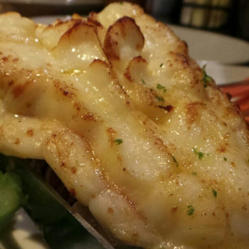 Maine lobster tail at the Red Lobster. #lobster #seafood #giweats #giwnyc #giwusa #giwtravel #nyc #newyork  (at Red Lobster)