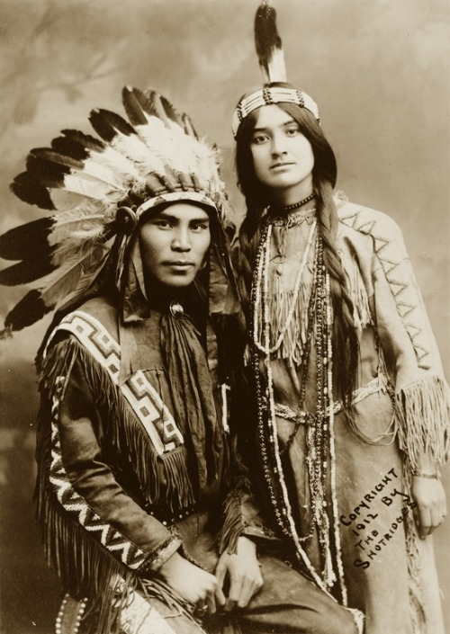 mydaguerreotypeboyfriend:  Situwuka and Katkwachsnea, Native American couple, 1912 Submitted by degbnth