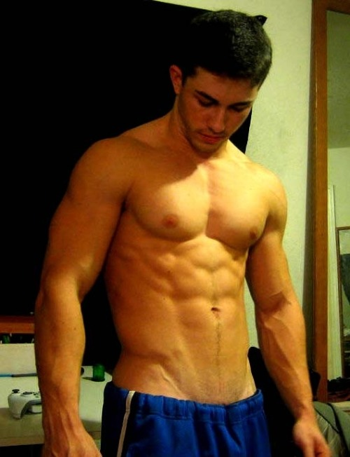 bro-mo:  nakedguyspics:  Semi Naked Celebrity  (via TumbleOn)  Gimme that…  YUMMM