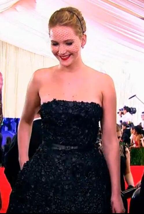 Jennifer Lawrence - Jennifer Lawrence stunning in Dior — LOVING the lace veil #METGala    ://t.co/M