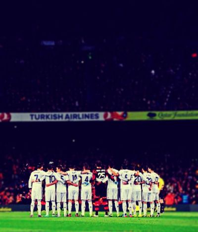 cr-walkingondreamz:  the team ; real madrid ♥