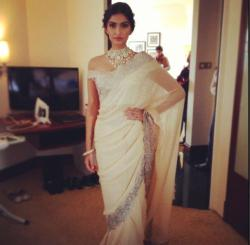 souslarbre:  vinnai-thaandi-varuvaayaa:  Sonam in a Suneet Verma sari for the Gems and Jewelry press conference in New Delhi today.  Fantastic as usual. Shout out to her stylist, once again.