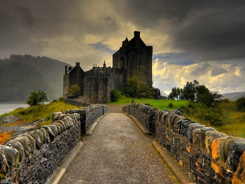 Eilean Donan Castle, Scotland photo via wolfdancer