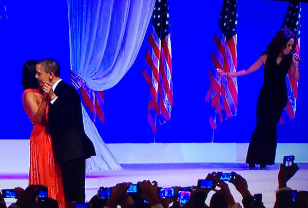 "Jennifer Hudson - The Obamas have their first dance as Jennifer Hudson sings ""Let's Stay Together"""
