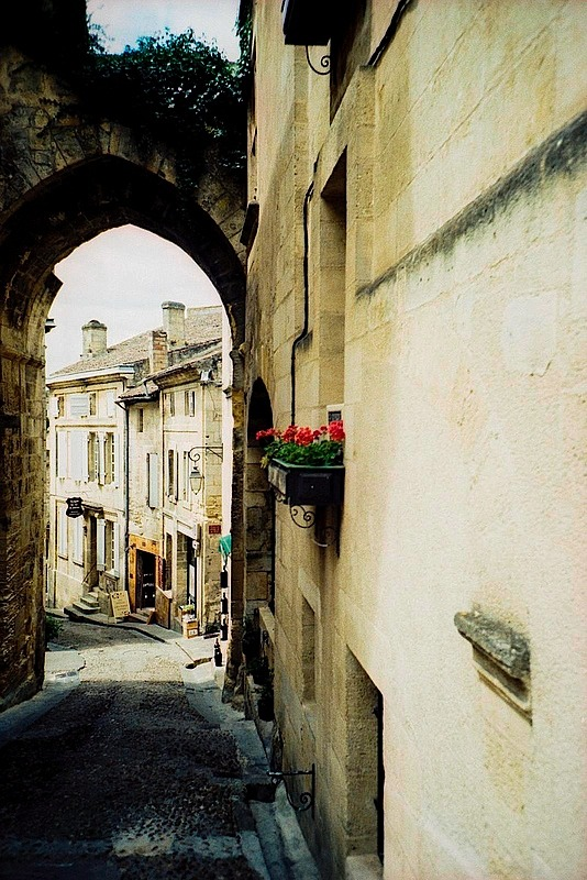 | ♕ |  Romanesque archway in Saint-Émilion  | by © Marcio Serpa