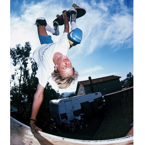 jgrantbrittain:  Tony Hawk was feeling goofy on this invert at ASL Ramp in 1986. Encinitas, CA. Photo: Brittain @tonyhawk #tonyhawk #powellperalta #bonesbrigade #aslramp #skatephotography #skateboarding #birdhouse #encinitas