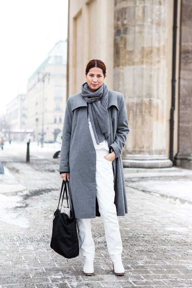 Elinor Nystedt of weekday on the first day of Berlin Fashion Week today. I like this very minimalist look, which worked well on this cold and snowy day, I love the lose fitting jeans and the many, many silver rings …