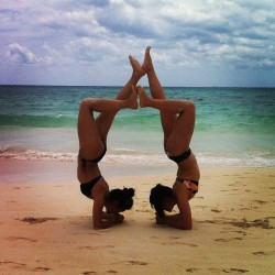 kimmayco:  The standard bit of yoga on the beach back when we were in Mexico #scorpionpose #yoga #beachyoga #acroyoga #partnerpose #partneryoga #foodandlycra (at Mamita's Beach Club)