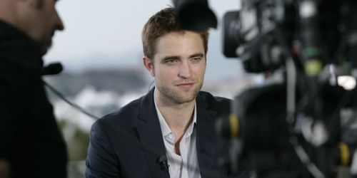 New/Old Pics of Rob Promoting Cosmopolis at Cannes 2012Robert Pattinson linked-up with Laurent Delahousse for the '20h' show of France 2. Via: RPLifeSou…View Post