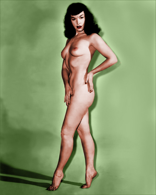 oldiznewagain:  Bettie Page nude in studio (colorized)  And one more time ::