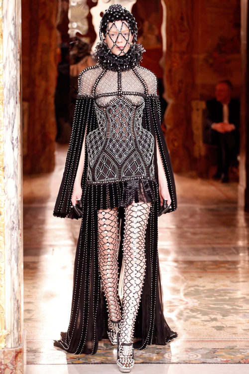 Alexander McQueen by Sarah Burton  Fall 2013: a neverending WTF