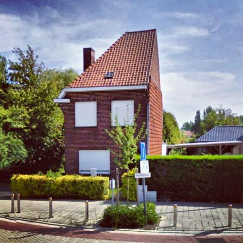 uglybelgianhouses:  50% house. 100% ugly.