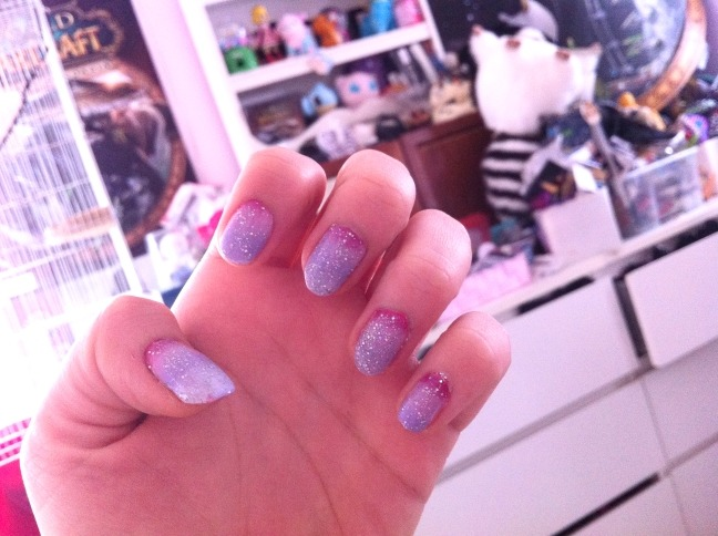 why can't i ever get a decent picture of my gradient nails i don't know