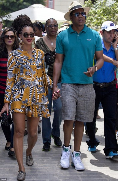 Beyonce & Jay Z in Cuba! Closest she's ever been to me in Jamaica \o/ LOVE! Little over excited! K Bye