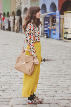 lookbookdotnu:  Yellow mix.  (by Maddy C)