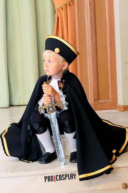 katxotakuxtrevino:  Cute little HRE cosplay :3